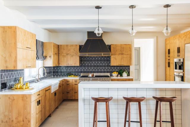 FLO-Design-Studio_Kitchen-Dining_3.jpg.rend.hgtvcom.1280.853